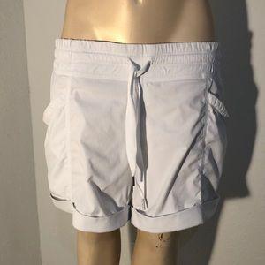 Lululemon white shorts cuffed bottom EUC size 8